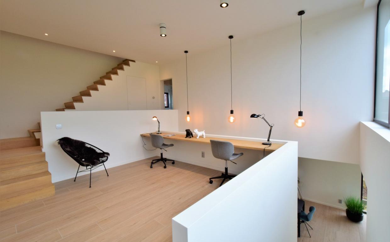 zuiver, omg blauw, urbancotton belgie, moderne bureau, bureauideetjes, trendy kantoorruimtes, casanova vastgoedstyling, storm tafel, arkade wonen