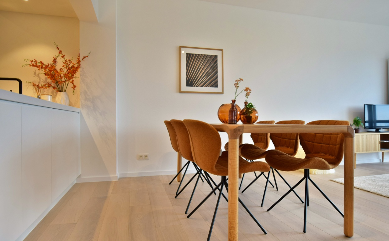 strom tafel, zuiver, omg camel, design stoelen, cool interieur, seaside property, homestaging