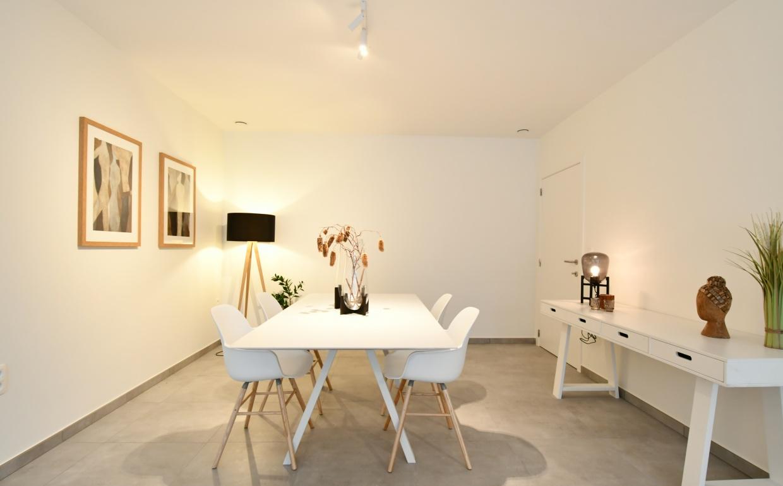 edima invest, assistentiewoning, casanova vastgoedstyling, stijlvol ouderworden, luxe interieurs, witte designtafel