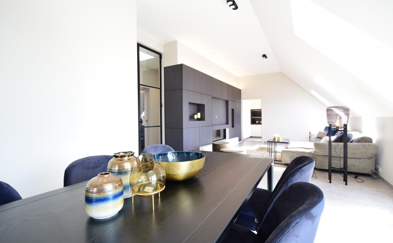 blue velvet chairs, black, gold and blue, vandervennet, casanova vastgoedstyling