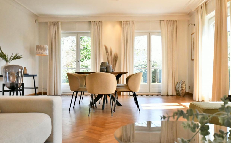 Menza mimosa chair, pampasgrassen, dtp teak tafel, styling by casa nova vastgoedstyling,